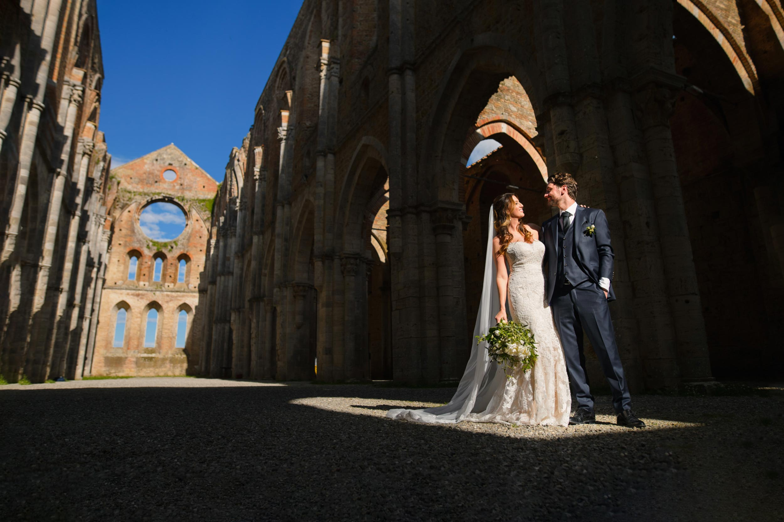 Destination Wedding in San Galgano, Tuscany - Alessia Bruchi Fotografia