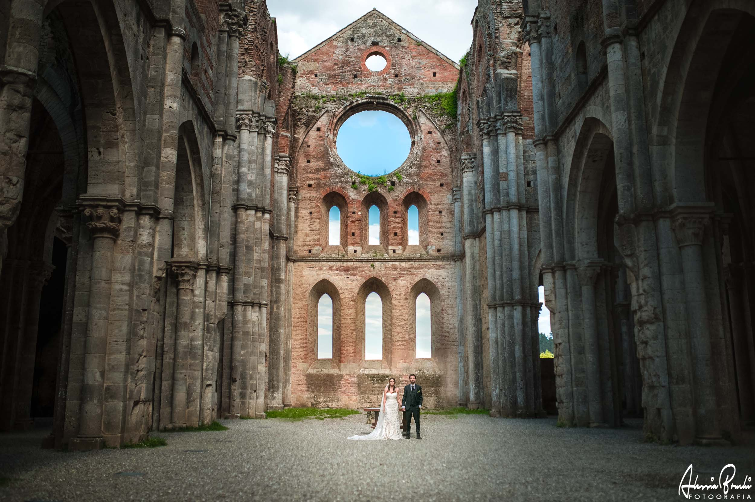 romantic destination wedding in san galgano tuscany - alessia bruchi fotografia